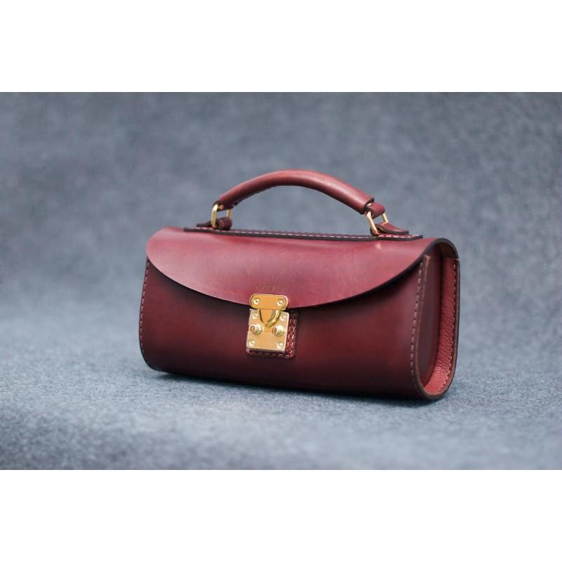 c7c9c324add8 Женская кожаная сумка vinous SCALE bag бордовая CARNEM ручной работы ...