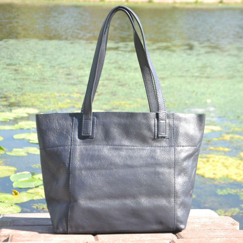 f179948053cf Женская кожаная сумка со строчками темно-синяя — купить в интернет ...