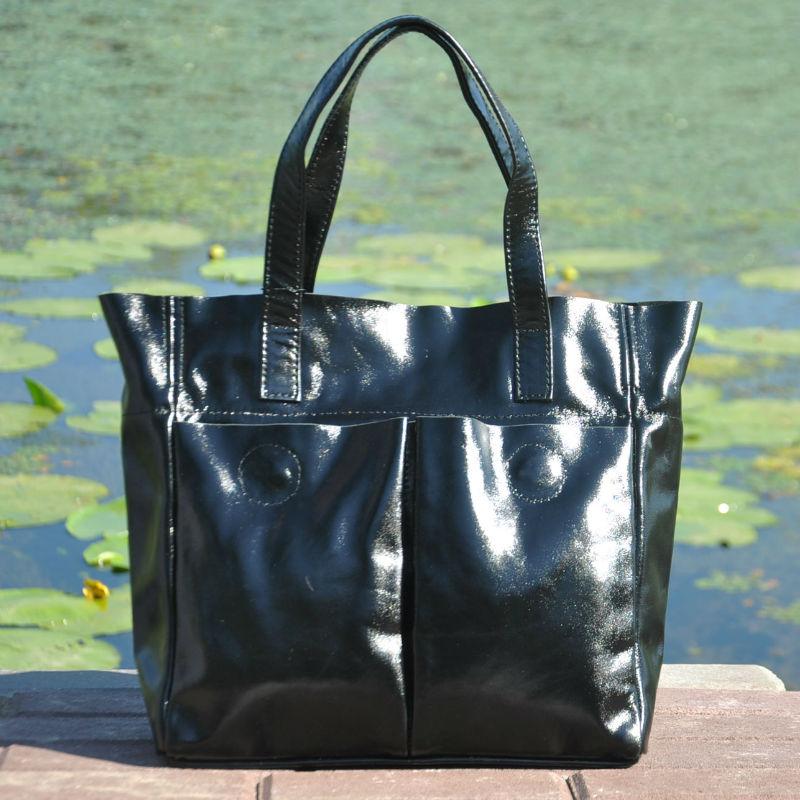 e373c6166a0e Женская кожаная сумка с карманами лакированная черная — купить в ...