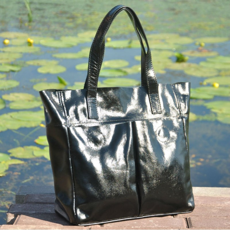108060cf4cae Женская кожаная сумка с карманами лакированная черная Женская кожаная сумка  с карманами лакированная черная ...