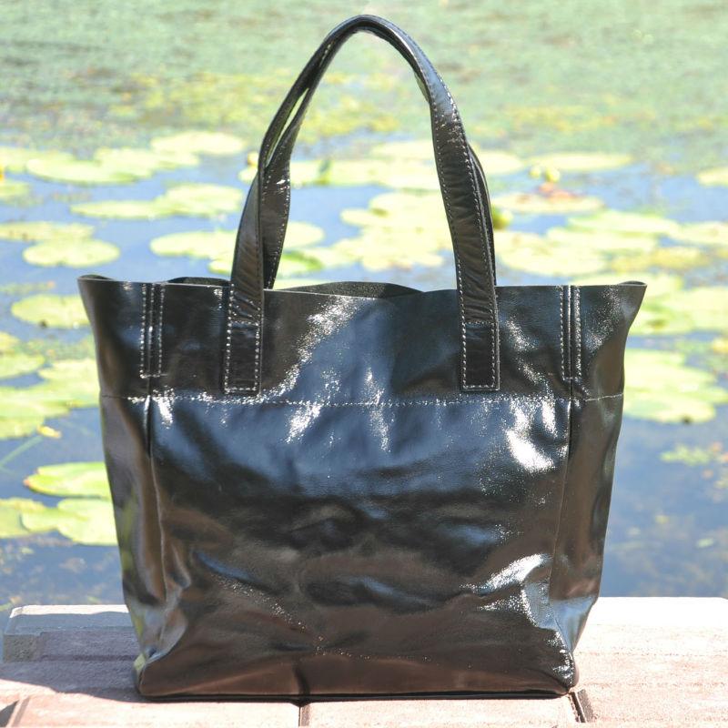 1a24cfba3d6c Женская кожаная сумка с карманами лакированная черная — купить в ...