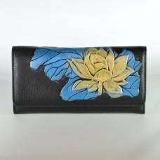 Жіночий шкіряний гаманець з жовтою лілією чорний